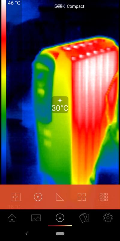 スポットモード。サーモグラフ画像の上に、中央部の温度を表示する