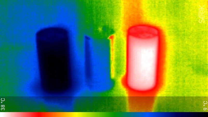 「画面内の物体だけで温度を比較」というのは信頼性が高い。これは缶コーヒーの、コールド、常温、ホットを並べた状態だが、温度の違いは一目瞭然。これを人間に置き換えれば、体温が著しく高い人を検出することは可能だ