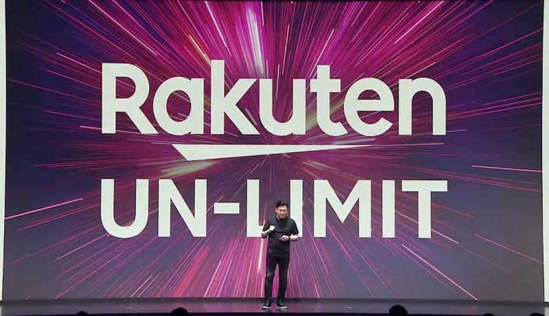 発表会で「Rakuten UN-LIMIT」を発表する、楽天・三木谷浩史社長