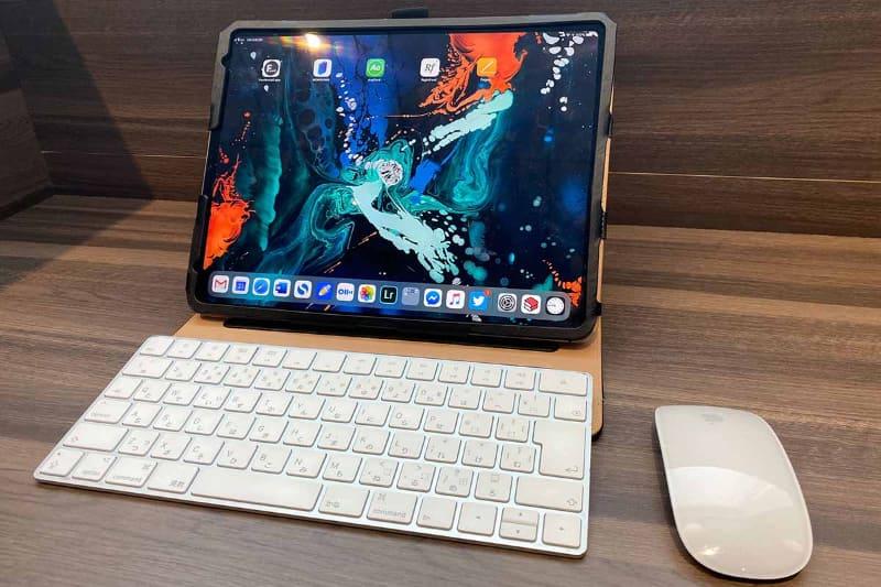 現在の「iPad Proでのお仕事セット」。Bluetooth版Magic Keyboardと、Magic Mouse 2を合わせて使っている