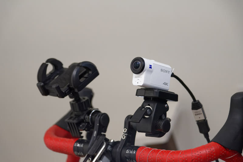 Webカメラ、もしくはアクションカムとHDMIキャプチャーデバイスなんかがあると、自分の姿も見せながら配信できる