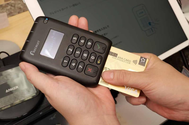 現金決済はもちろん、クレジットカード決済でも接触が発生してしまう