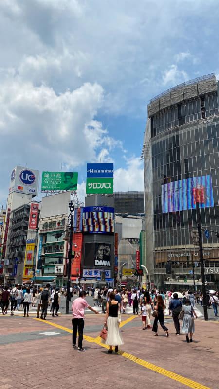 渋谷で撮影。非常に渋谷らしい風景だと思うが、パッと一発でリリカルな雰囲気に