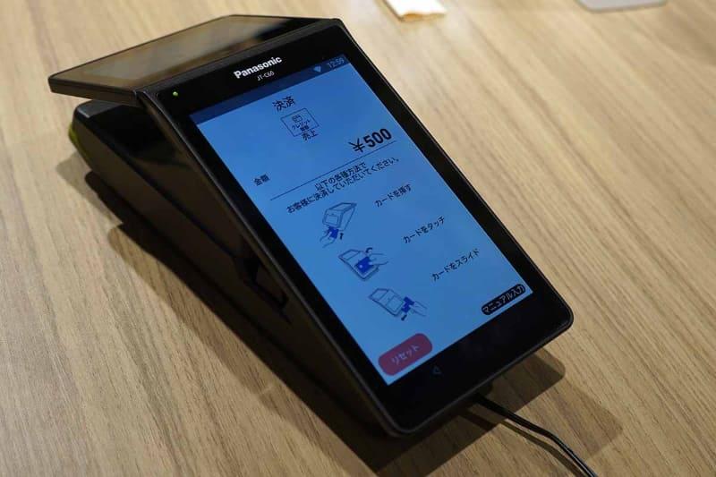 店舗側もクレジットカードを選ぶだけで、NFCやIC、磁気などの支払い方法を選ぶ必要はない