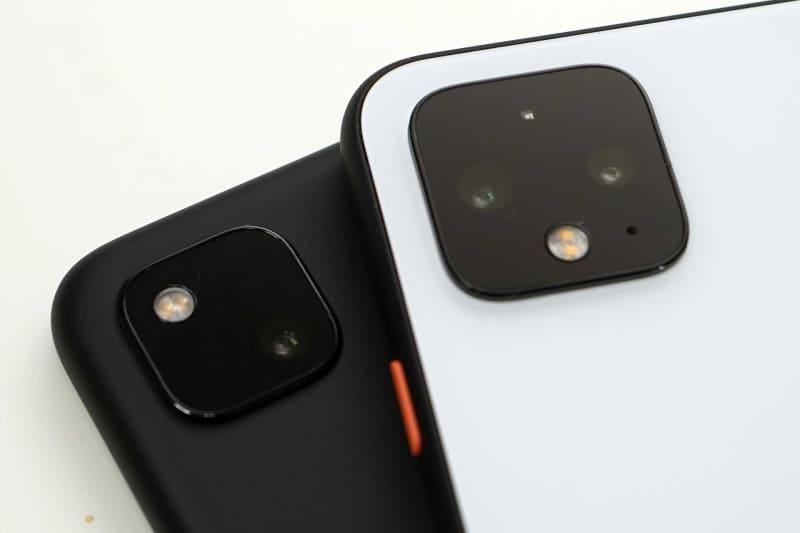 Pixel 4aのカメラ(左)とPixel 4のカメラ(右)。Pixel 4aはレンズが一つ