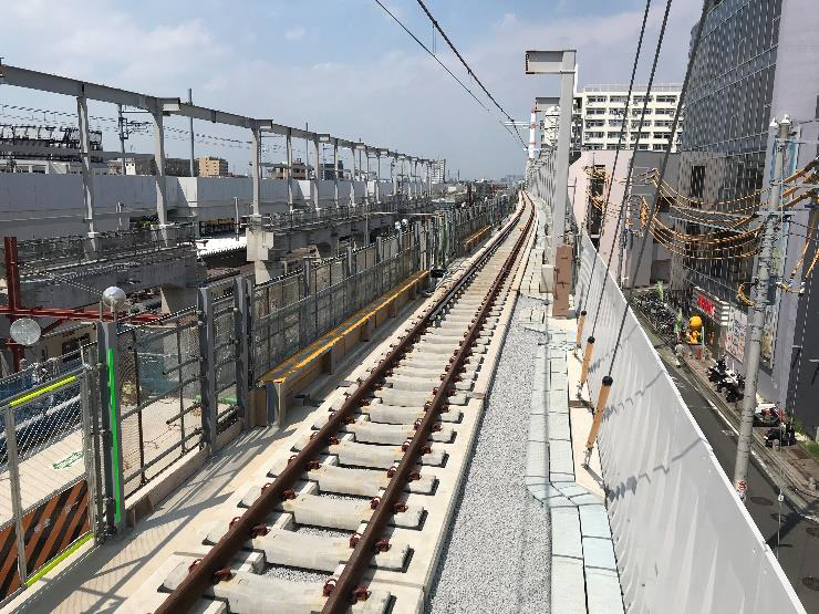 竹ノ塚駅付近の高架橋(施工中)