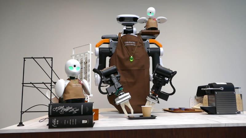 コーヒーとチョコレートはカフェ経験者のパイロット2人が選んだ