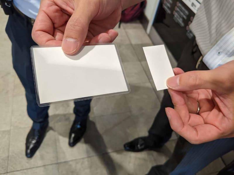 今回テストに使われた2種類のQRコードが印刷された紙。QRコードが表示されている面の写真でないのは、セキュリティ上の理由のため