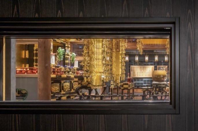 ロビーと浄教寺の間の小窓