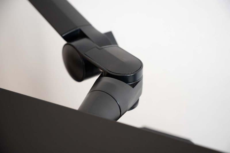 3カ所のネックジョイントはそれぞれ180度回転する。ヘッドを平行移動する機構は搭載されていない