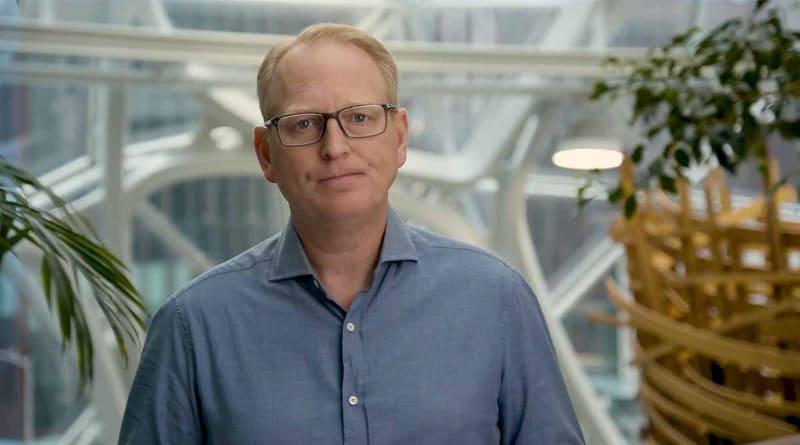 米Amazon デバイス&サービス担当シニア・バイス・プレジデントのデイブ・リンプ氏