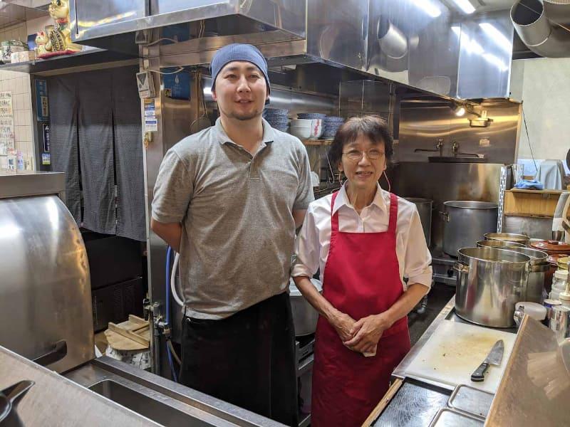 店主の高野多賀子氏(右)と、同店で修行中の榮田潤悦氏(左)