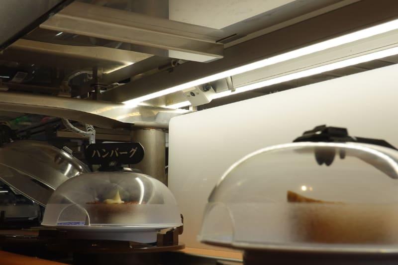 回転寿司のレーンにはカメラが設置されており、枚数が正しいかどうかをチェックできるようになっている