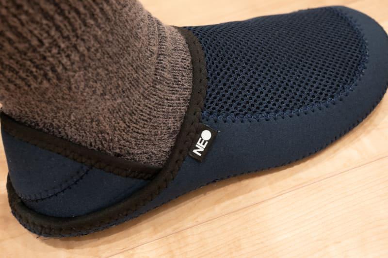 かかとを起こして靴のように履くことも可能