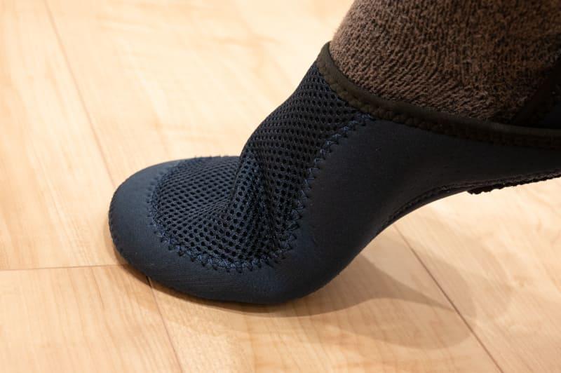 足の動きのフィット、靴下の感覚に近い