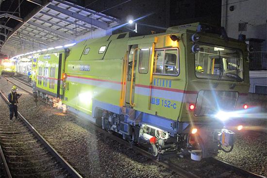 京急電鉄 重機による軌道整備