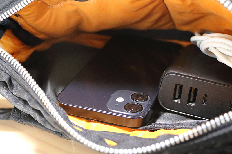 12 miniならモバイルバッテリーを常備しても余裕