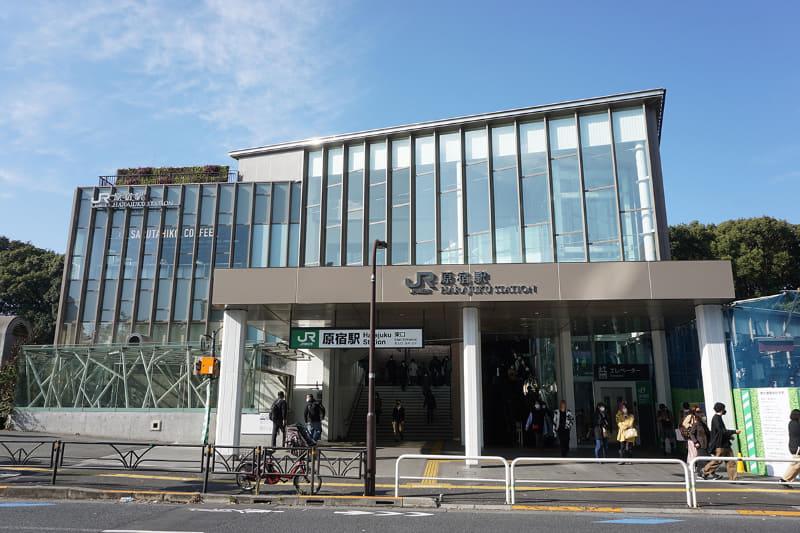 新原宿駅舎('20年11月撮影)