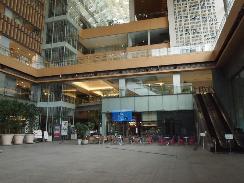 実際の丸の内ビル1階「マルキューブ」