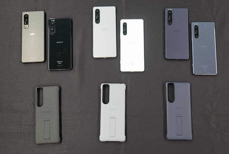 Xperia 1 IIIのカラーバリエーション。各色の右隣にあるのは1 IIだ