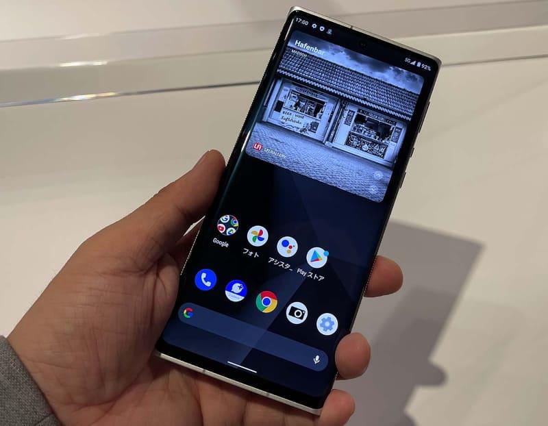 Leitz Phone 1。ディスプレイは約6.6インチで、2,730×1,260ドットのIGZOを使った有機ELを採用してる。