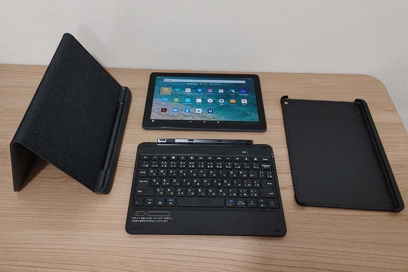 購入品一式。本体とキーボード、カバー、ワイヤレス充電スタンド