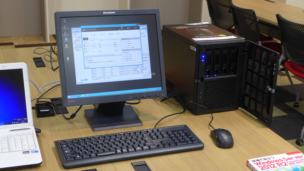 協賛企業となる国際産業技術株式会社コンピュータのおっとサーバ店(左)、インバースネット株式会社(右)が販売するサーバーの実機も展示