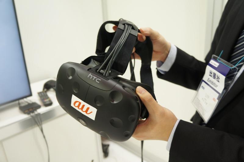 VRコンテンツを体験するHTC Vive