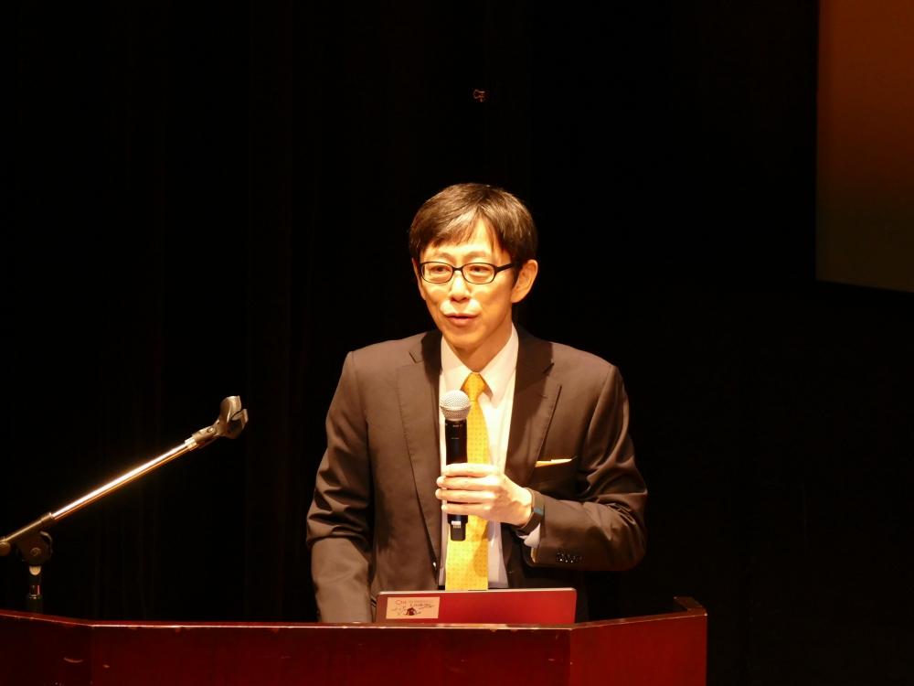 「G空間情報センター」センター長の柴崎亮介教授が開設を宣言