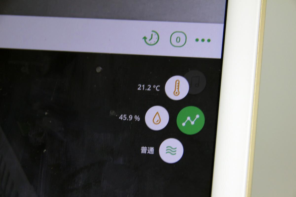 温湿度などのデータは撮影画面上に表示したり、グラフとしてログを表示することもできる