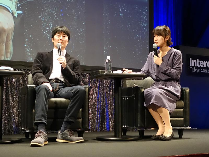 さくらインターネット株式会社さくらインターネット研究所所長の鷲北賢氏(左)とタレントでプログラマーの池澤あやか氏(右)
