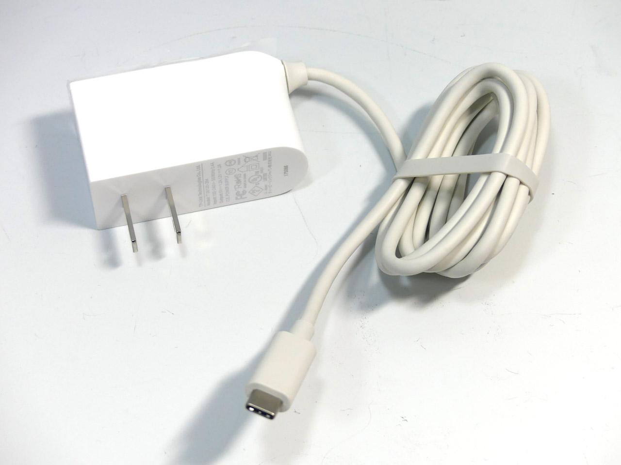 USB Type-C接続の電源アダプターが付属