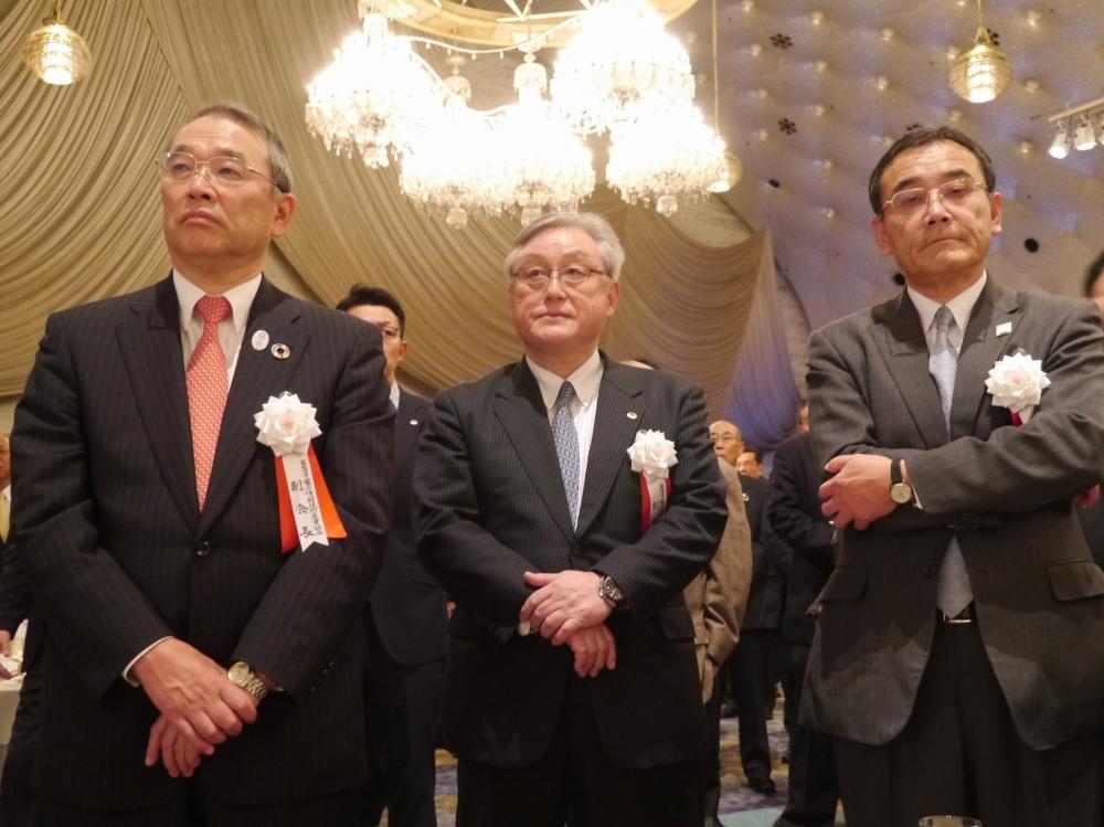 会場には各社のトップも集まった。(左から)日本電気株式会社(NEC)の遠藤信博代表取締役会長、株式会社日立製作所の東原敏昭執行役社長兼CEO、富士通株式会社の山本正已取締役会長