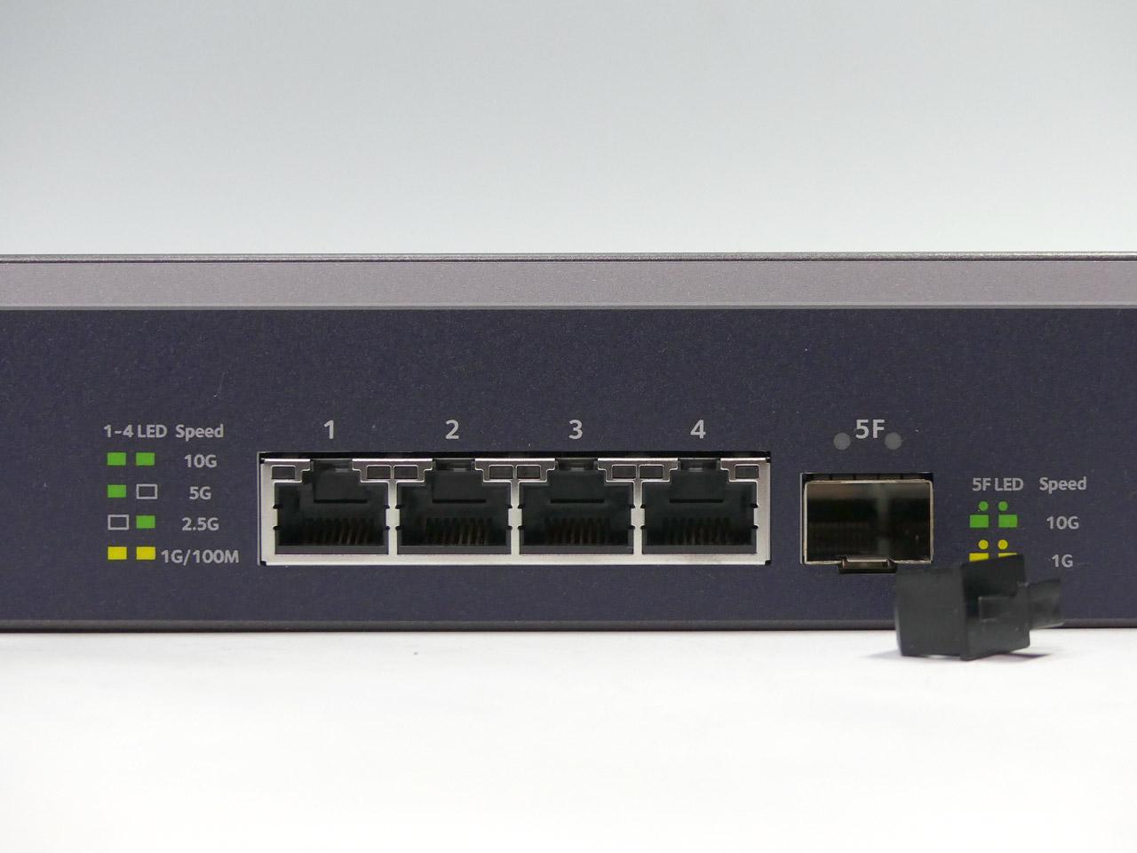 搭載ポートは10GBASE-Tが4、SFP+が1となる