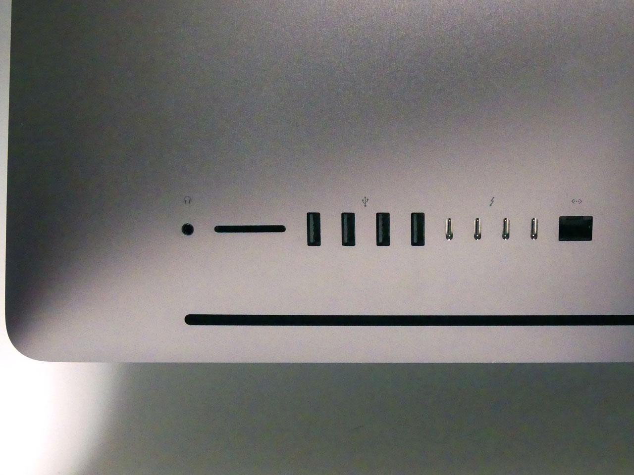 背面のLANポートが10GbE対応の10GBASE-Tとなっている