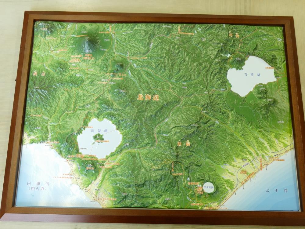 通信教育「ユーキャン」販売の立体地図の絵柄も地理情報開発が作製