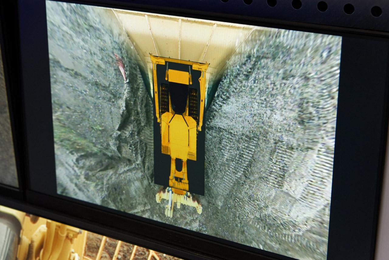 車両の周囲360度の視界を3Dで再現する「フライングビュー」