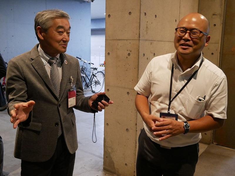 右はCEATEC JAPANとの窓口となる幕張メッセの古林智彦主任。左は、CEATEC JAPAN実施協議会の鹿野清エグゼクティブプロデューサー