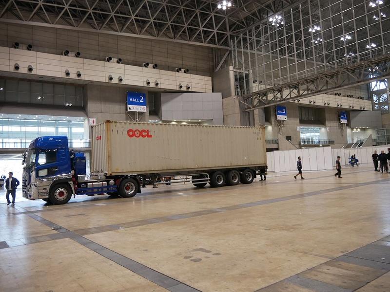 ドイツのチームが直接設営したボッシュ、ドイツから荷物一式を大型コンテナで搬入していた。