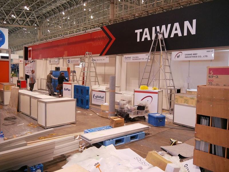 こちらは台湾企業ブースの設営の様子