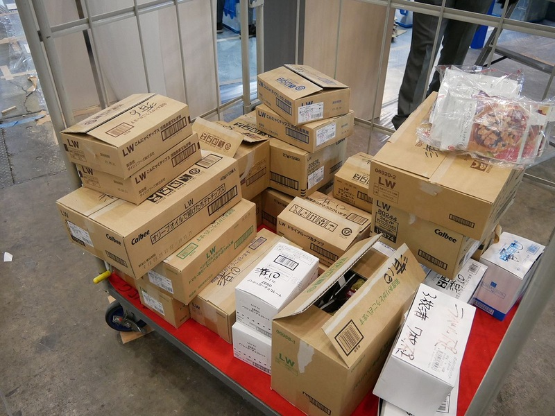目玉展示となった無人レジを体験するための商品を搬入