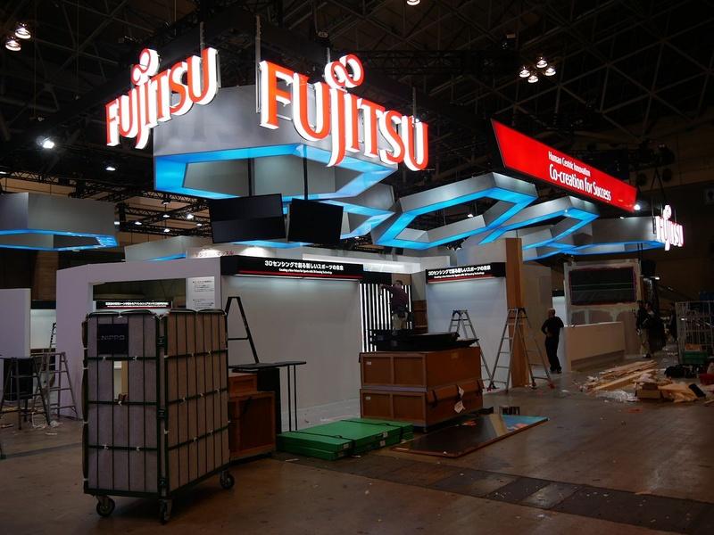 富士通ブースは最大規模の展示面積を誇る