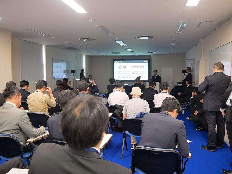 この日からDay0として記者会見などがスタート。会期最初のイベントとなったのはトヨタとLINEによる記者会見。午前10時からプレスセンターで開催された
