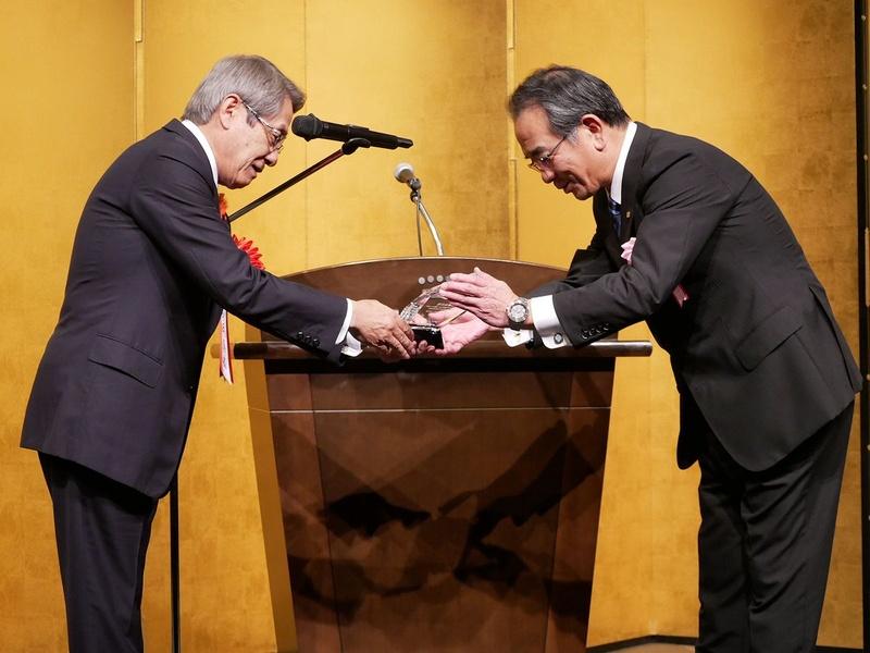 「CEATEC AWARD 2018」総務大臣賞および経済産業大臣賞の授与も行われた