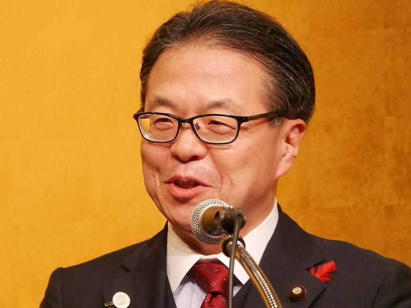 挨拶する経済産業省の世耕弘成大臣