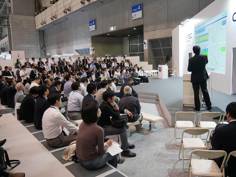 イノベーショントークステージでは満席のセミナーが続いた