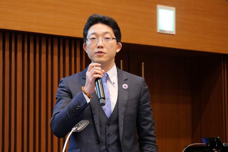 2018年のCEATEC JAPANに初出展したローソンの出展経緯などを説明する、株式会社ローソンの経営戦略本部 オープン・イノベーションセンター ローソンデジタルイノベーション マネージャーの宮田尚武氏