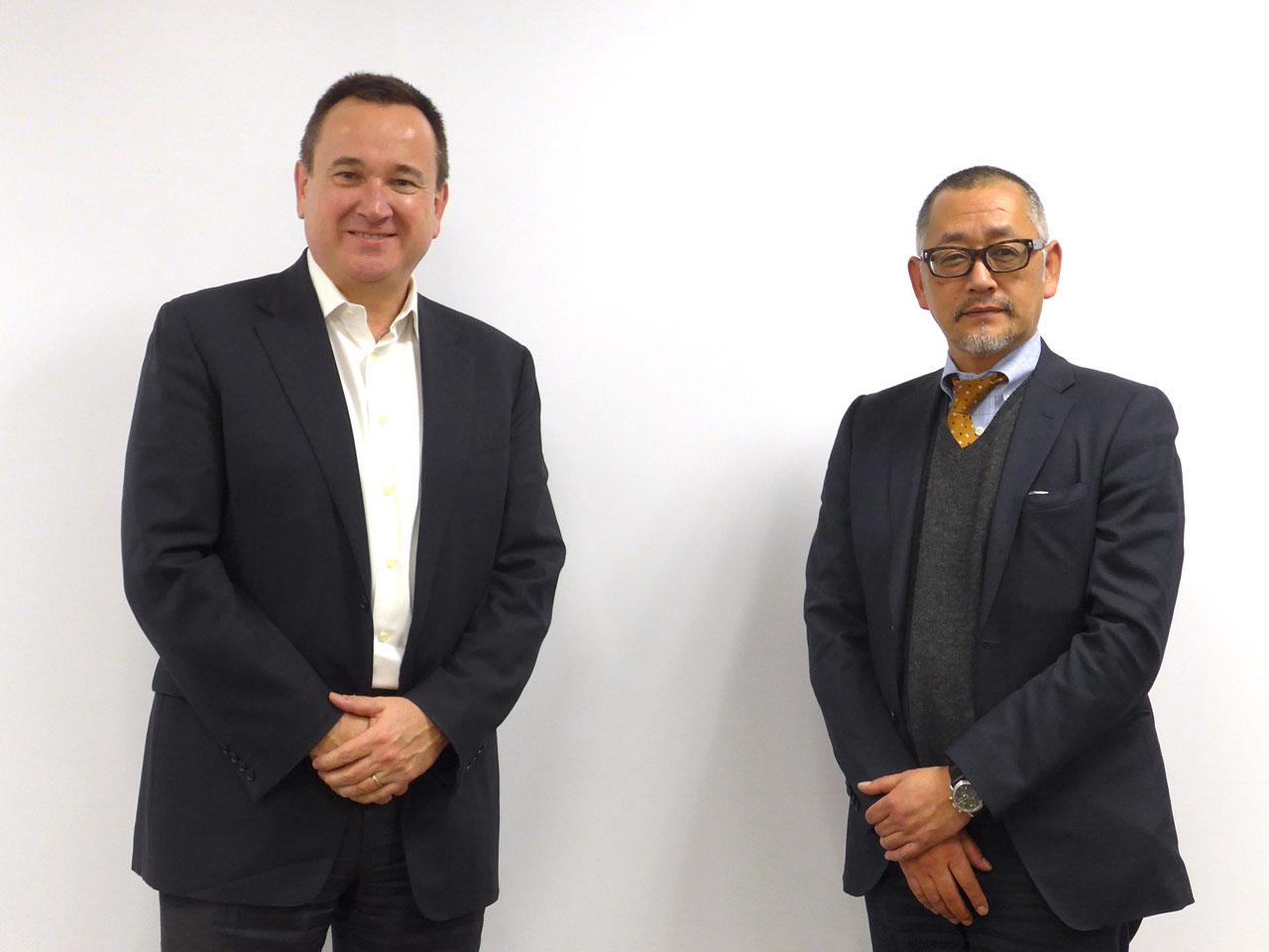 Ruckus Networks社長のイアン・ホワイティング氏(左)とRuckus Networks日本担当カントリーマネージャーの高山尚久氏(右)