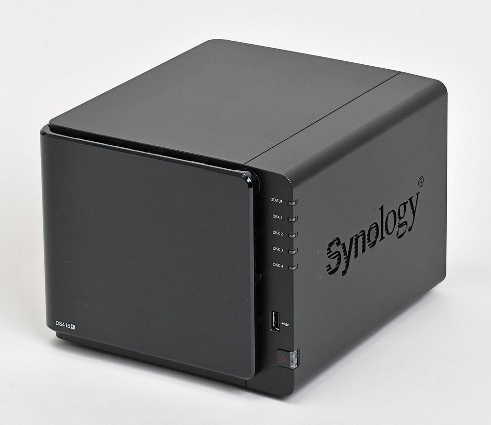 """Synology「DiskStation DS415+」。SSD/HDDを4台内蔵できる""""4ベイ""""のNASで、ビジネス向けとしてはエントリーグレードにあたる"""