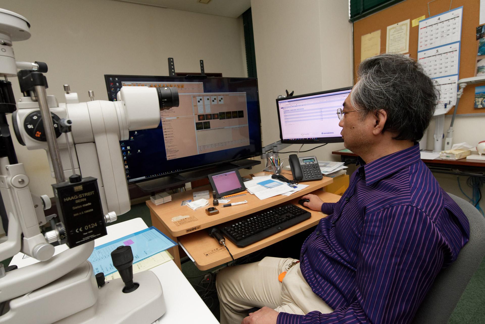 診察時に使う大画面4Kモニター。患者さんにとっても視認しやすく、好評とか